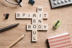 parole-di-mente-e-del-corpo-di-anima-di-spirito-fatte-dei-cubi-di-legno-84873477